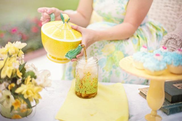 DIY Erfrischendes Gesichtsspray Grüner Tee aufkochen